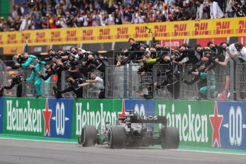 AUTOMOVILISMO FÓRMULA UNO Hamilton hace historia: gana en Portugal y bate el récord de Schumacher