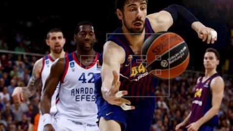 BALONCESTO EUROLIGA 82-72. El Barcelona fuerza el quinto partido con un sensacional tercer cuarto ante el Anadolu Efes
