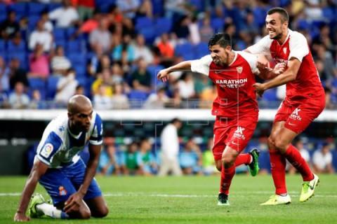 FÚTBOL ESPANYOL-SEVILLA 0-2. La pegada del Sevilla se impone al Espanyol
