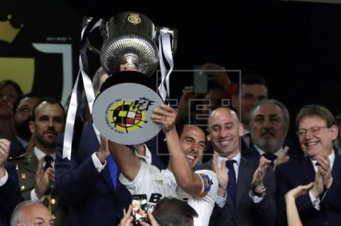 FÚTBOL FINAL COPA REY 1-2. El Valencia toca de nuevo la gloria como broche de oro a su centenario