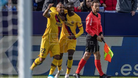 FÚTBOL LEGANÉS-BARCELONA 1-2. El balón parado evita un nuevo naufragio del Barcelona en Butarque
