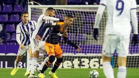 FÚTBOL REAL VALLADOLID-VALENCIA 1-1. Vallejo saca un punto para el Valencia en el descuento